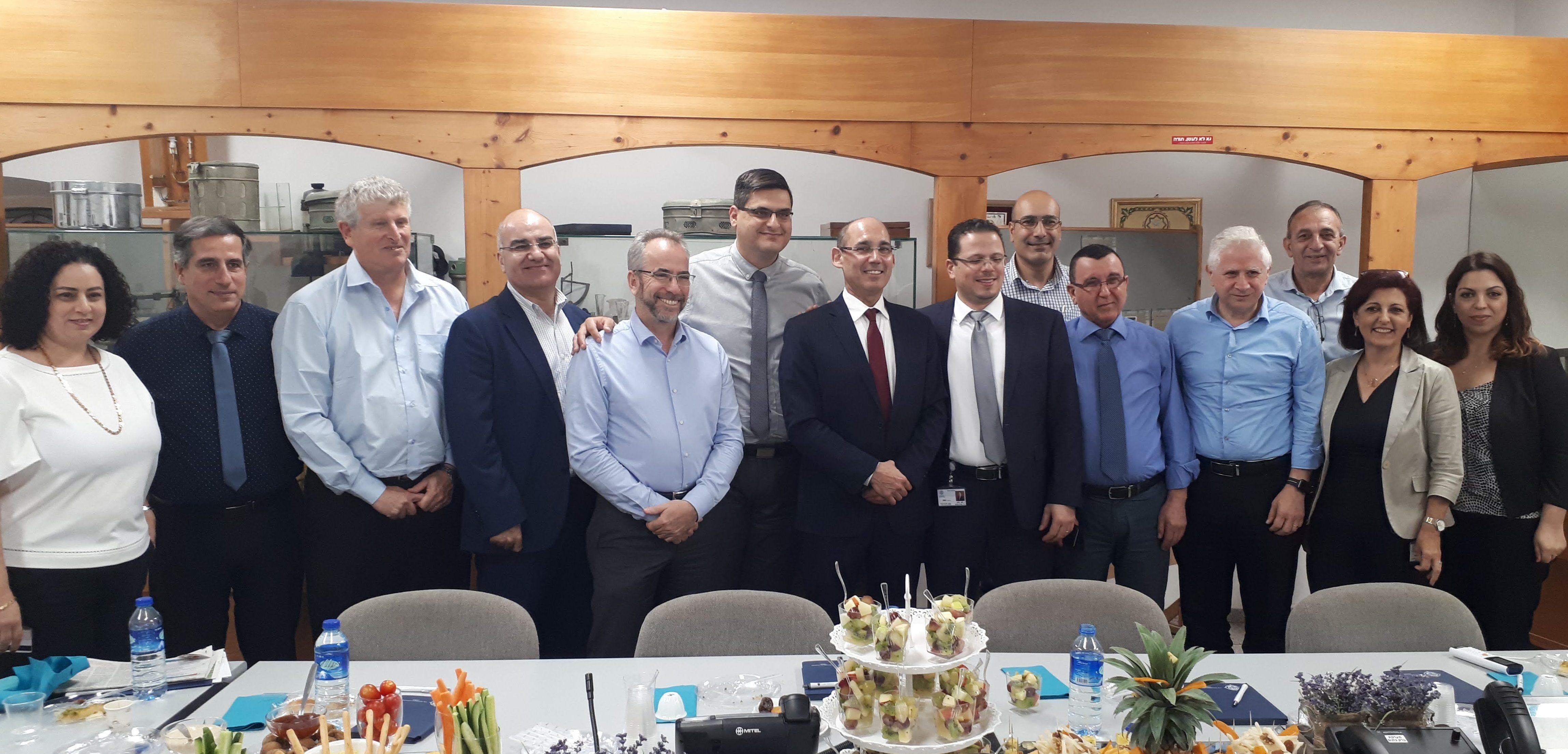 محافظ بنك إسرائيل يطّلع على الجهاز الطبي في الناصرة